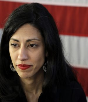 Top Clinton aide Huma Abedin interviewed by FBI in email probe
