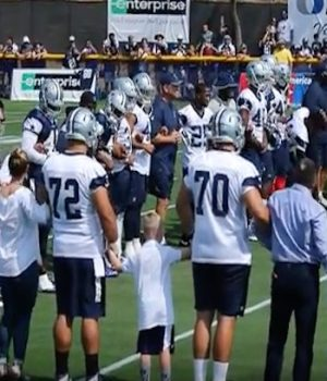 Cowboys pay tribute to Dallas police before start of camp