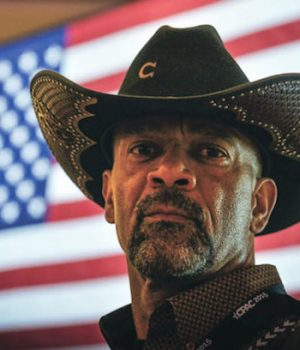 Sheriff Clarke takes down abusive drunk passenger on flight