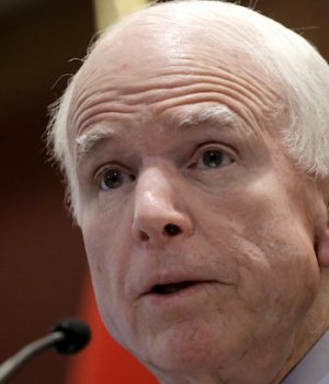 John McCain joins Democrats in attempt to derail Trump meeting with Putin