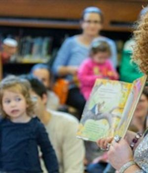 NY library presents 'Drag Queen Story Hour' to kids