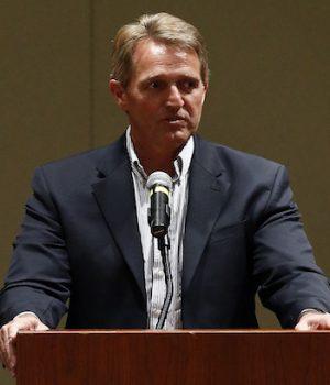 Trump targets Jeff Flake during Phoenix rally