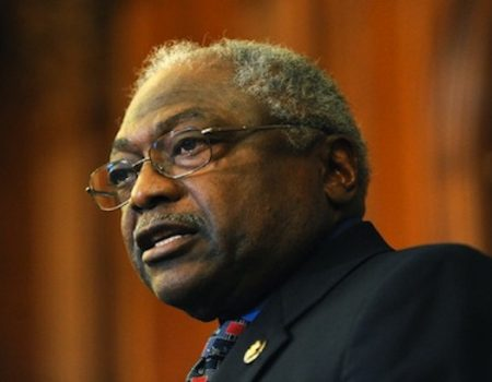 Clyburn defends Conyers, comparing accusers to killer
