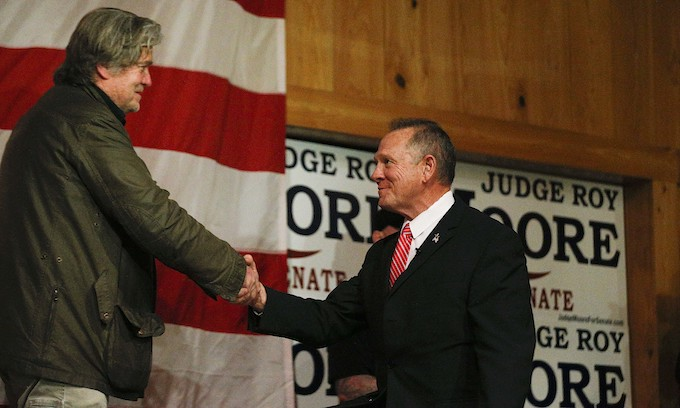Bannon rallies for Roy Moore in Alabama