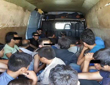 9 U.S. citizens arrested for smuggling 64 aliens across border