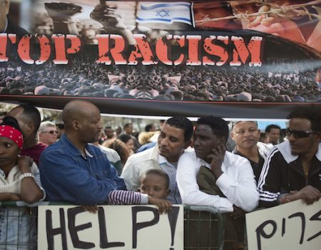 Thousands of African migrants protest Israeli deportations
