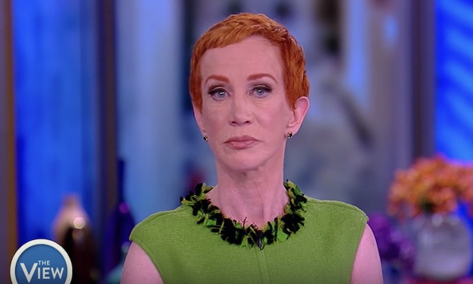 Kathy Griffin emboldened to rescind apology for severed head photo