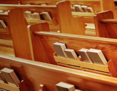 Pastor ripped for ousting female-clad male congregant