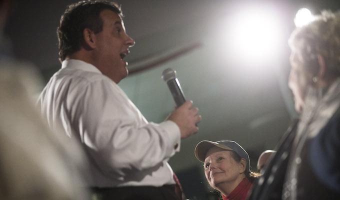 Christie urged to 'smack' Trump amid GOP establishment panic