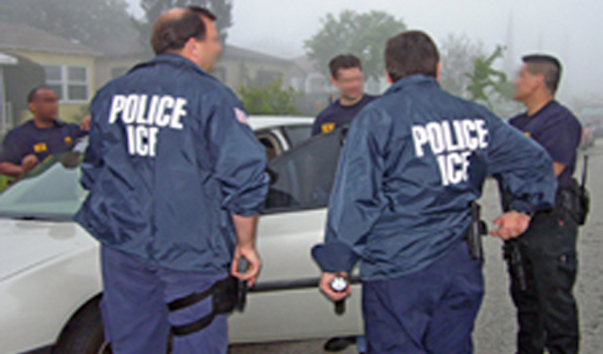 Rights advocates teach illegal immigrants how to respond to threat of deportation