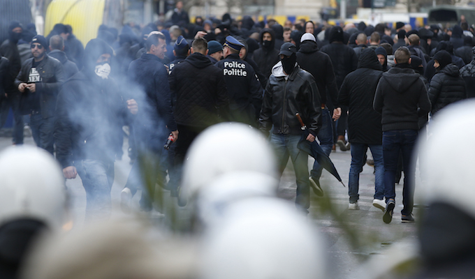 Water cannon used on anti-immigrant protesters in Brussels
