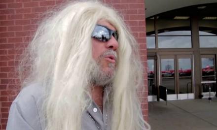 Man dons wig to protest Target transgender rule