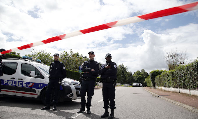 French police alerted to possible arrival of terrorist groups