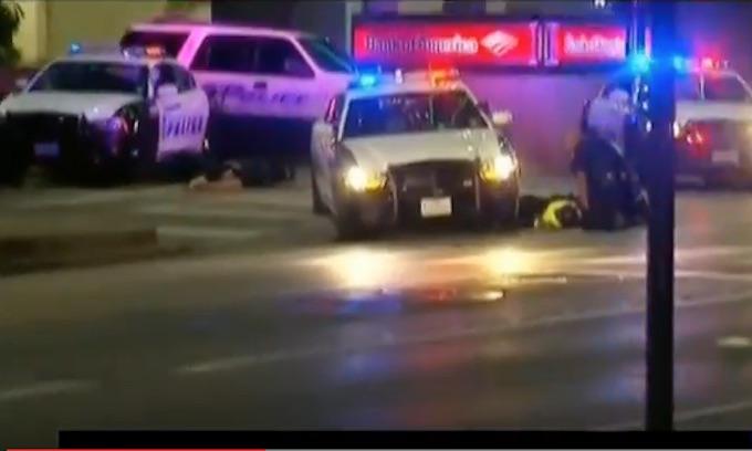 Texas, Missouri police officers shot in ambushes
