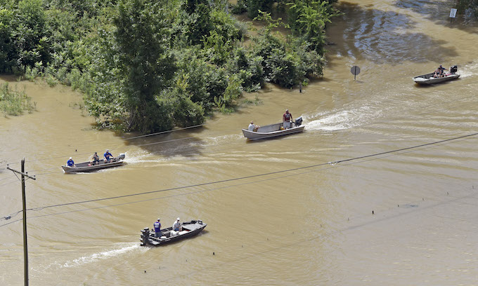 Louisianans find they can't depend on FEMA, Red Cross