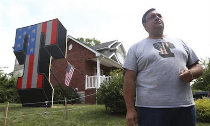 Giant T (for Trump) replaces one that was torched on Staten Island lawn