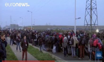 Clashes as refugees in Calais 'jungle' face demolition day