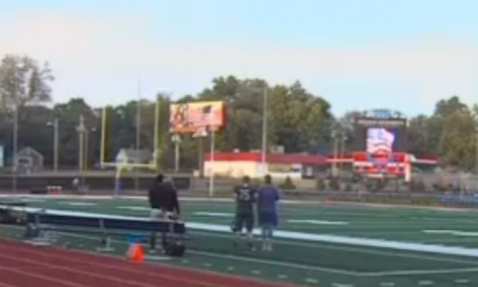 Football team sits out national anthem except for one patriotic player