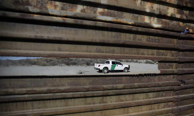 Appeals court rules Trump can build border wall