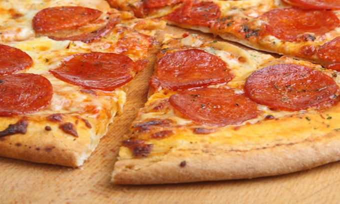 Middle school principal who took kid's pizzas forced to apologize