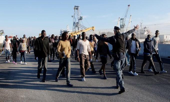 Austrian troops, armored vehicles ready to block migrants crossing from Italy