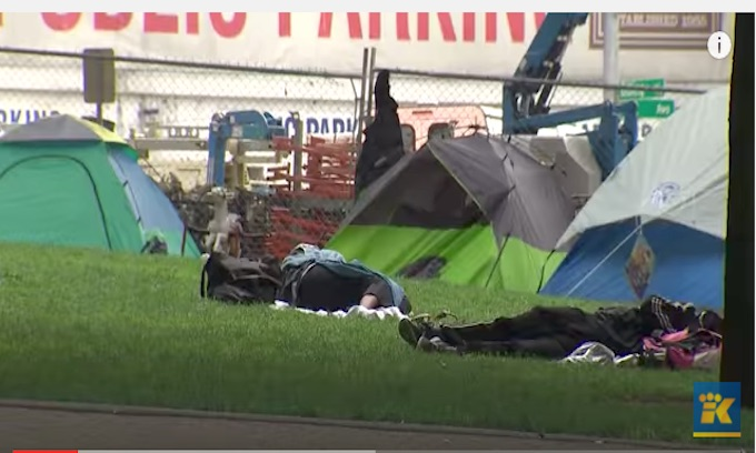Judges complain it's unsafe, unsanitary outside King County Courthouse in Seattle
