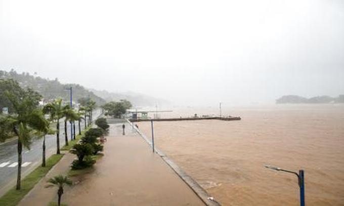 Hurricane Irma kills 10, heads for Florida