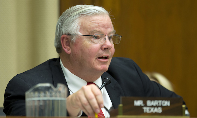 Consensual adults: In wake of nude photo Tarrant GOP urges Barton to drop re-election bid