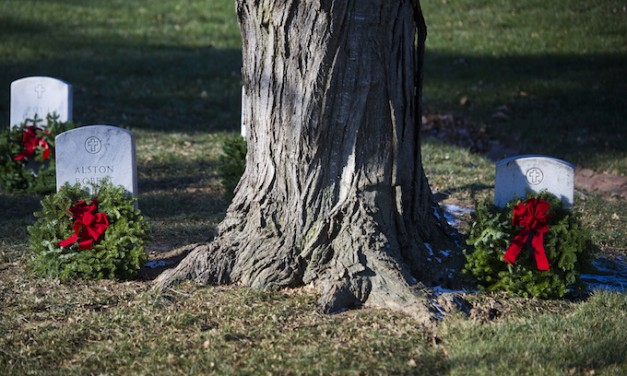 Thousands of volunteers place wreaths at Arlington National Cemetery