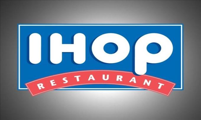 Mother claims IHOP discriminated against her 3-year-old son who was born without arms