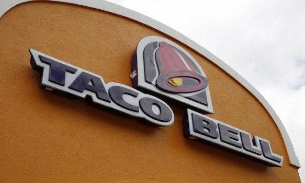 Taco Bell employee refuses order placed in English