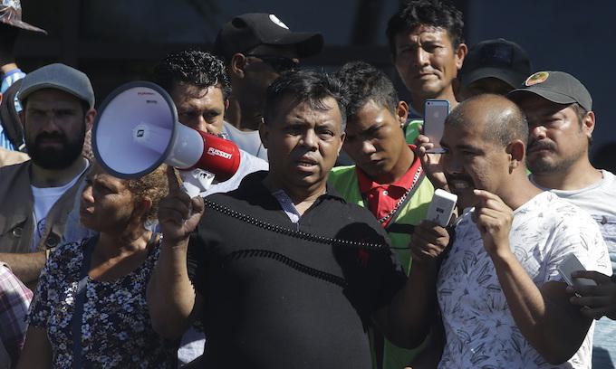 Trump says he'll militarize border to stop migrant caravans