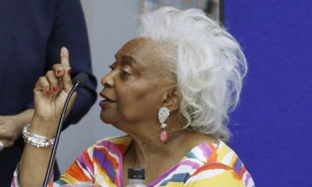 Snipes rescinds her resignation