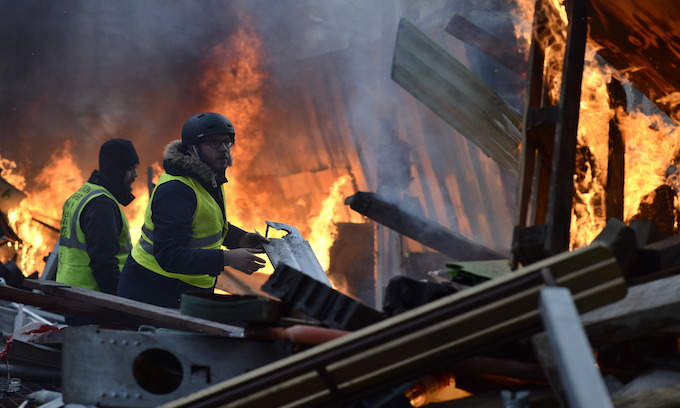 Yellow Vests riot over fuel tax, curse Macron in streets of France