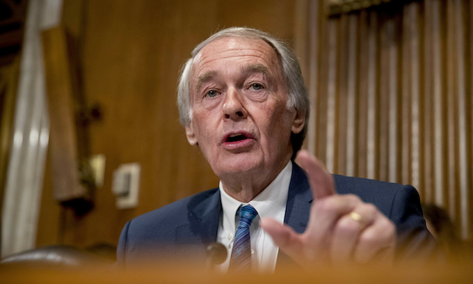 Democrat senator tries to defend push to disarm police of 'weapons of war'