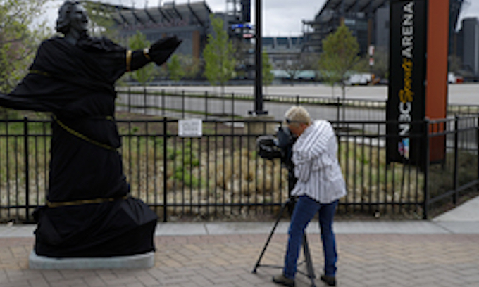 Flyers follow Yankees lead, dump Kate Smith's 'God Bless America', cover her statue