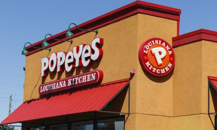 Woman asks for refund at Popeye's and gets body slammed by employee