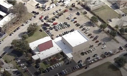 Texas: Armed church goers take gunman down immediately