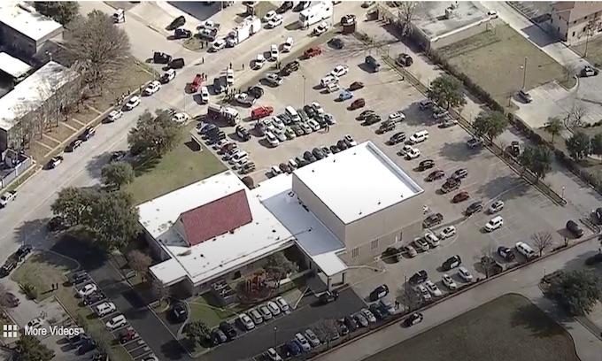 Texas: Armed church goers take gunman down immediately