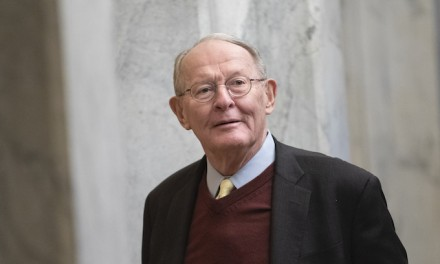 Swing-vote GOP Sen. Alexander comes out against witnesses, paving way for imminent Trump acquittal