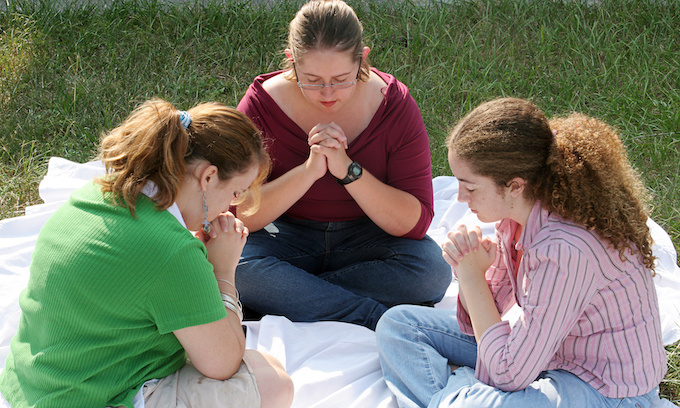 Trump issues new rule ensuring prayer in schools is protected