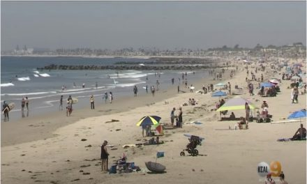 Some California beaches full as US approaches 1 million coronavirus cases