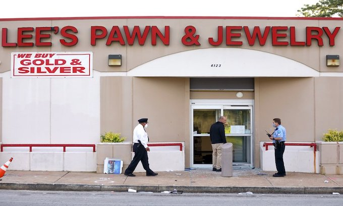 Retired police captain shot to death at St. Louis pawn shop; broadcast on Facebook Live