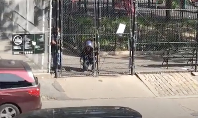 Mayor de Blasio allows playground gates to be chained, welded to keep children out