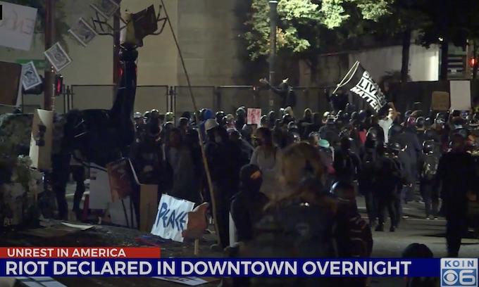 Portland rioters re-emerge near US courthouse