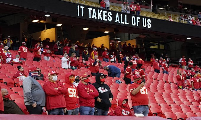 Chiefs' Alex Okafor kneels for national anthem, fans in the seats boo 'moment of unity'