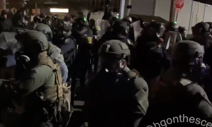 Saturday night riots in Portland, OR: 'No borders! No nations! Abolish deportations!'