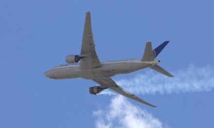 United pulls 24 Boeing 777s; FAA orders inspections after engine failure