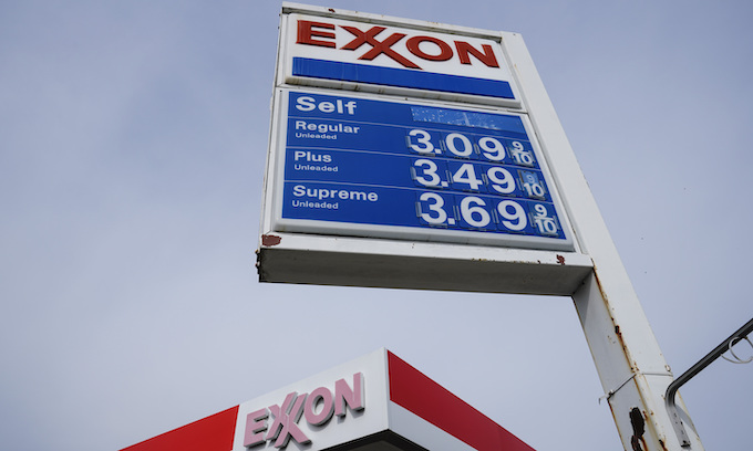 Gas prices to hit 7-year high on Memorial Day weekend